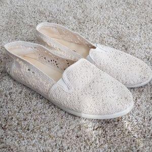 Cream Slip on Airwalks size 9
